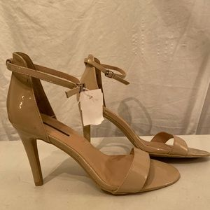 Metaphor nude parang wedge shoes 9.5